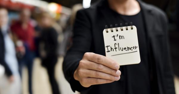 Miha Rejc za MM – Kako učinkovito pripovedovati zgodbo svoje blagovne znamke na spletu: Vplivajte prek vplivnežev!