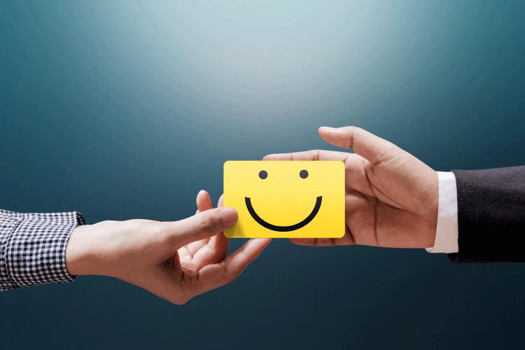 Oglaševanje v oknu upravljanja potrošniške izkušnje CX iPROM mnenja strokovnjakov Andrej Cetin